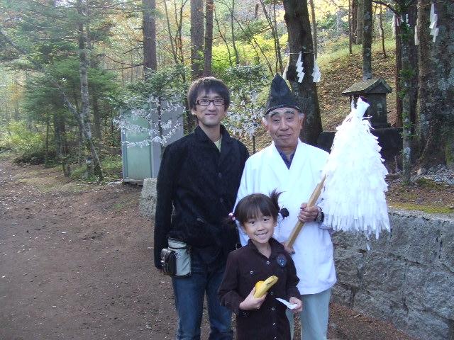 新屋山神社 宮司  神社の説明をしてくれたり、お祓いをしてくれますので、積極的に声をかけて...